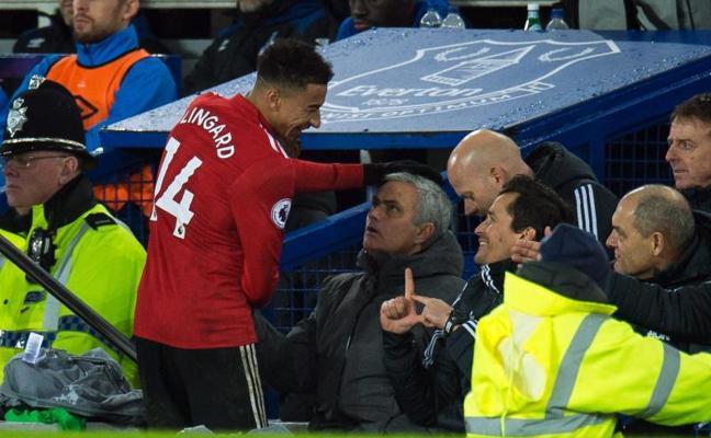 El United se reencuentra con la victoria y el Liverpool gana 'in extremis'