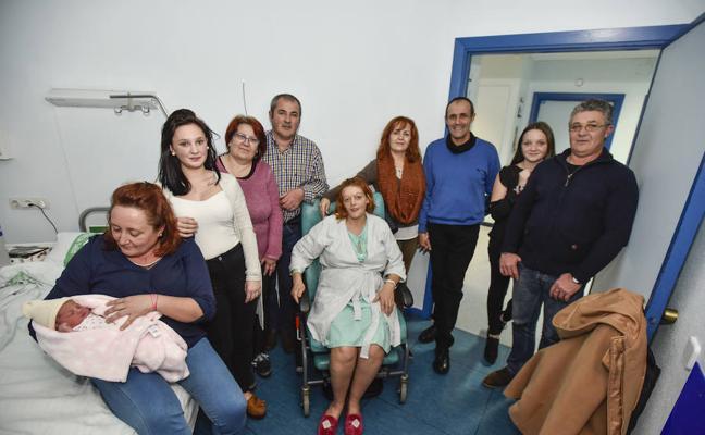 Naiara y María, las primeras nacidas de 2018 en Badajoz