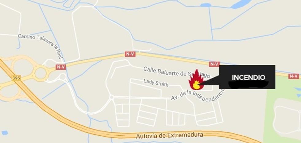 Dos intoxicados en el incendio de una vivienda en Badajoz