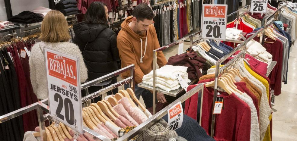 El comercio placentino confía en salvar la temporada con las próximas rebajas