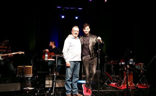 Éxito del artista Paco Arrojo en su concierto en Miajadas