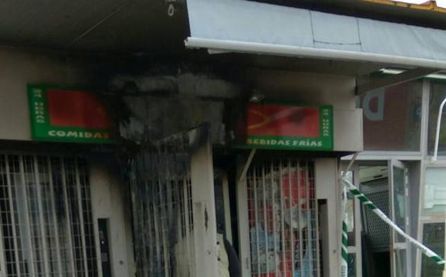 El fuego arrasa varias máquinas expendedoras en Talarrubias