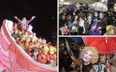 La cabalgata de los Reyes Magos desafía a la lluvia en Cáceres