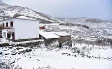 Cortada la circulación por nieve en tres carreteras extremeñas