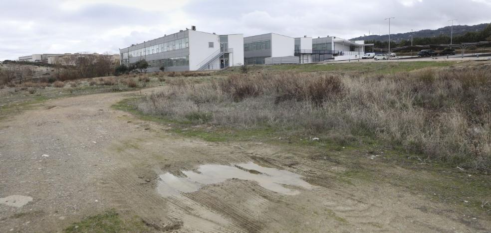 La UEx reclama al Ayuntamiento de Cáceres que le arregle los accesos al campus