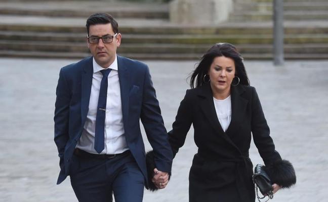 Un exentrenador de fútbol británico se declara culpable de pederastia