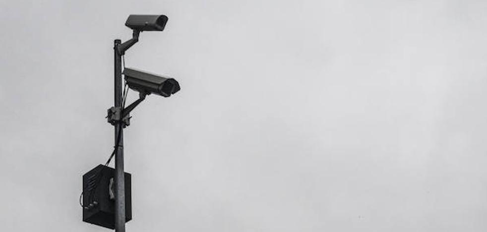 El Ayuntamiento de Badajoz avala la legalidad de sus fotorrojos