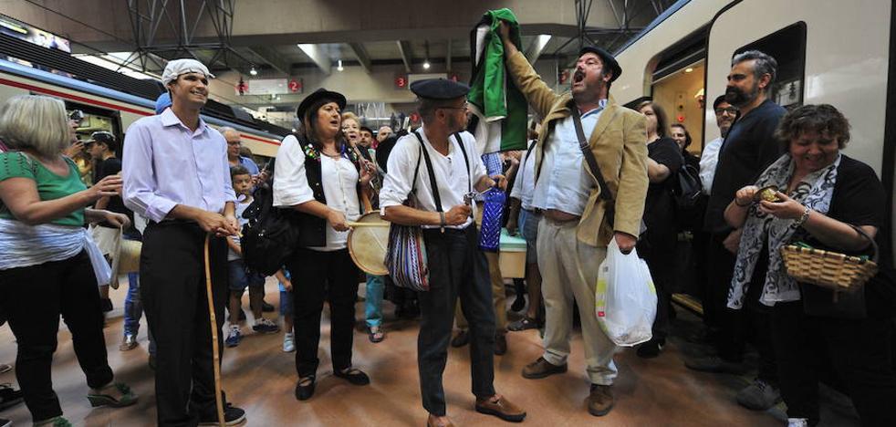 Milana Bonita convoca una protesta en Navalmoral para pedir un tren digno