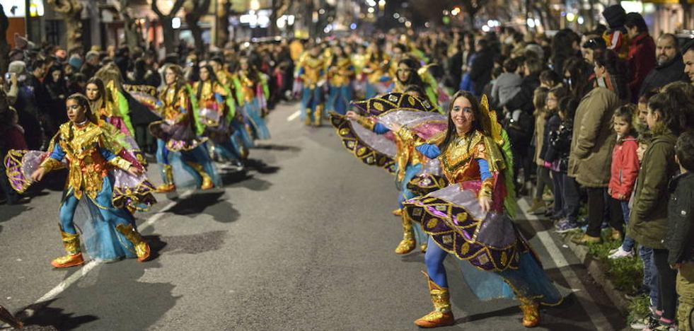 La tamborada se marcha de la barriada pacense de San Fernando