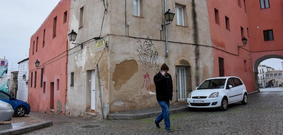 Ocupan ilegalmente una vivienda de la Junta junto a las Casas Coloradas de Badajoz