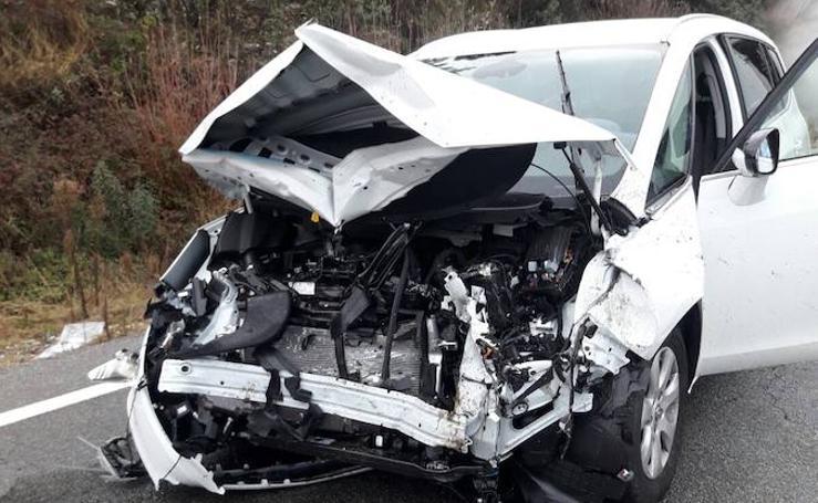 Imágenes del accidente ocurrido en la Ex-119, en La Vera