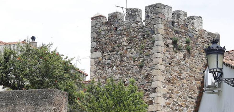 El Palacio de la Isla exhibe el impuesto por uso de la muralla