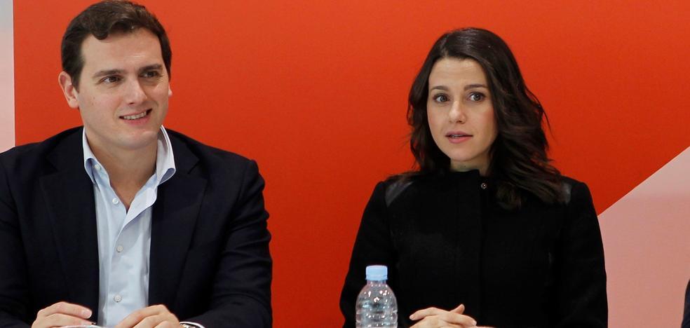 Arrimadas advierte a Puigdemont de que «hay que estar en Cataluña» para gobernar