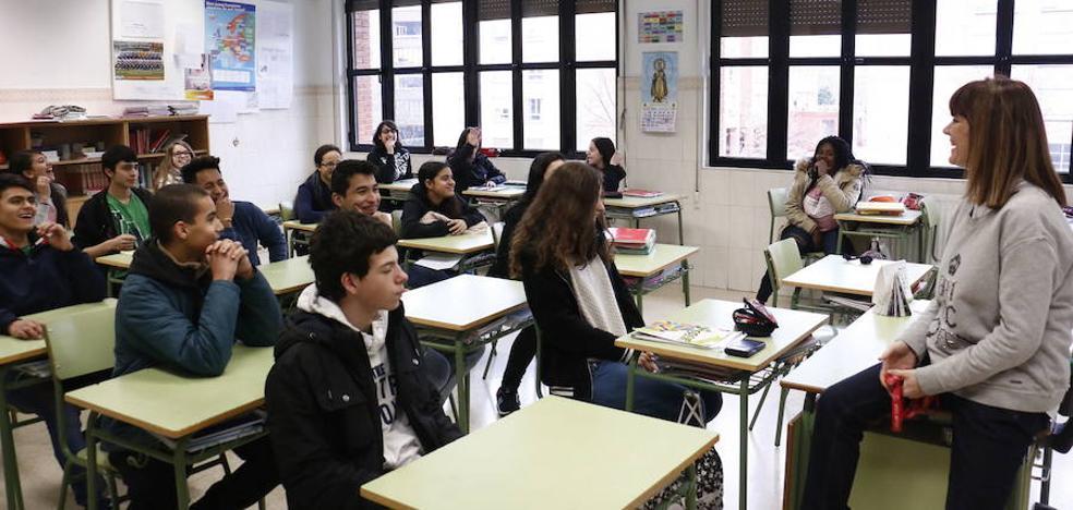 El próximo curso habrá más docentes en los institutos y menos en los colegios