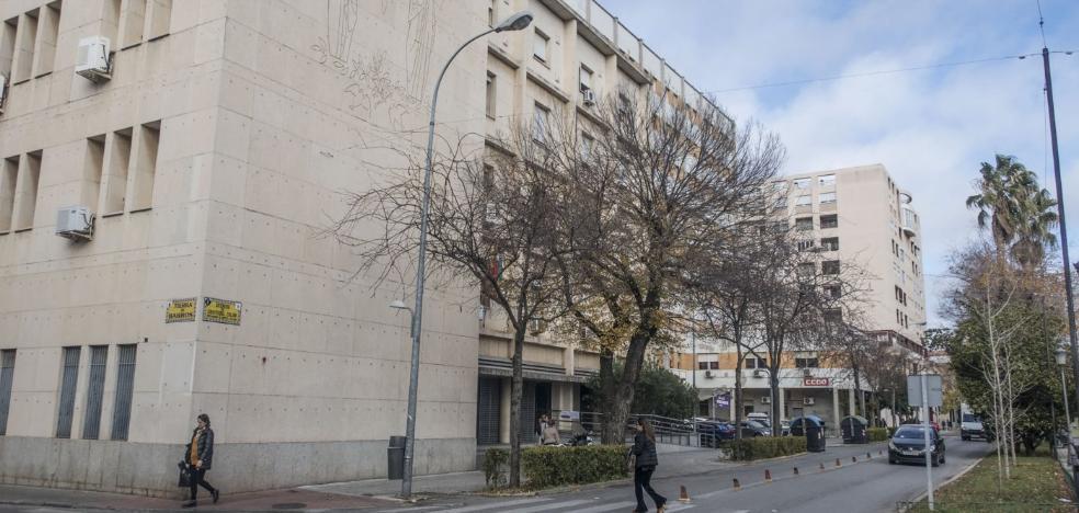 Cinco acusados de asaltar a un hombre se enfrentan a cuatro años de prisión