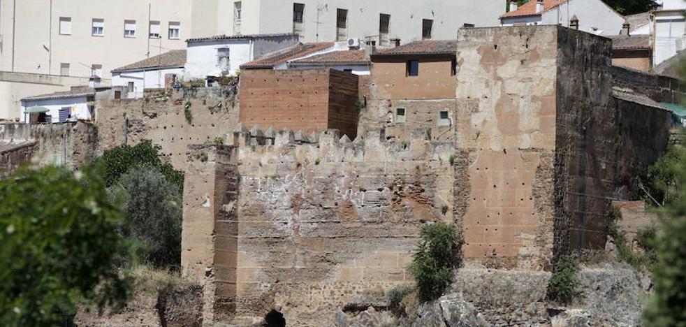 La muralla de Cáceres recibe la primera gran inversión para ser rehabilitada