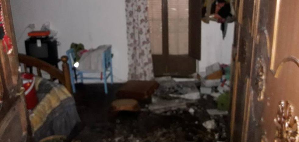 Un incendio en una vivienda de Peraleda de la Mata provoca daños materiales