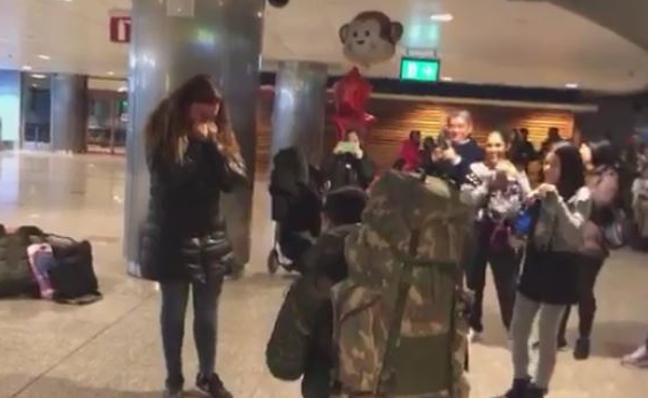 Pedida de mano tras el regreso de las tropas españolas de Letonia