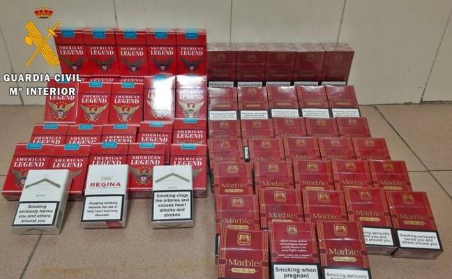 La Guardia Civil interviene tabaco de contrabando en una tienda de alimentación de Badajoz