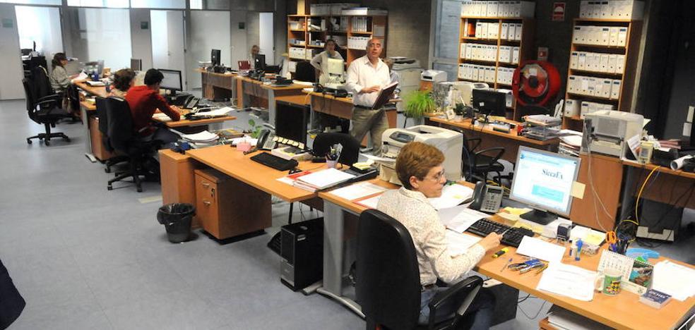La Junta reducirá también la jornada presencial a docentes y sanitarios