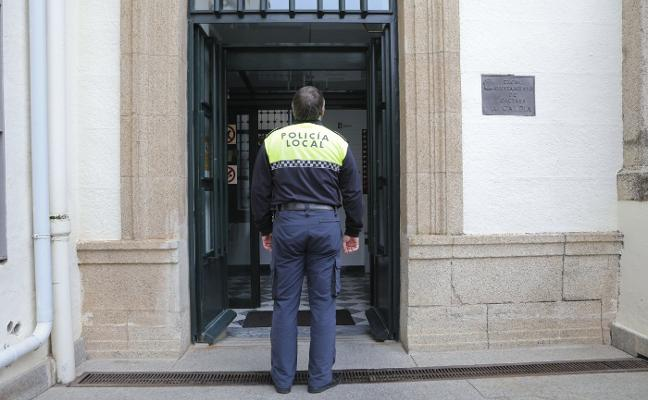 El Ayuntamiento refuerza su seguridad con doble vigilancia