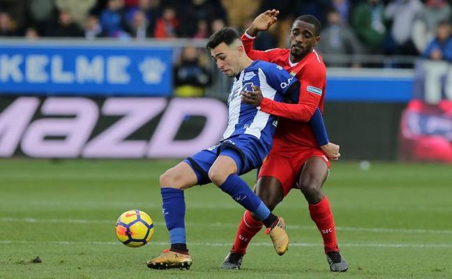 Manu García da aire a un Alavés que agrava la crisis del Sevilla