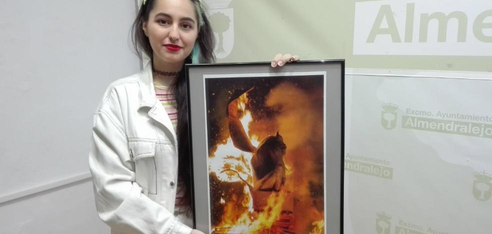 Una foto de Laura M. Sánchez será el cartel de Las Candelas de Almendralejo