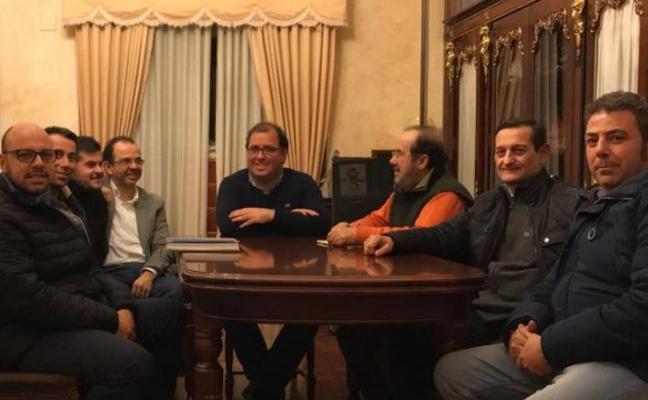 El alcalde de Trujillo, abierto a sugerencias sobre la norma de la cartelería