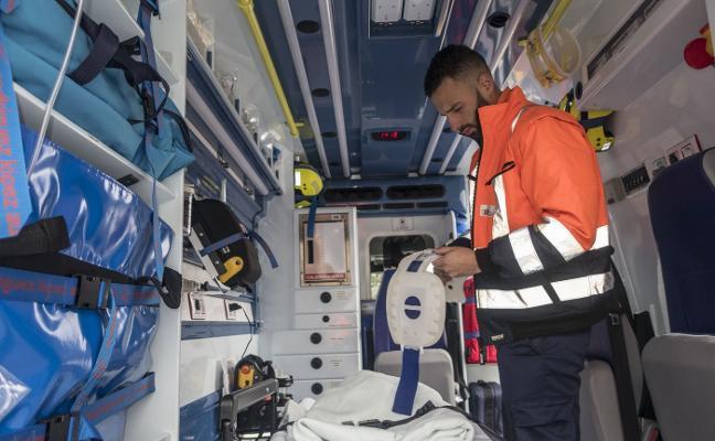 El SES incorpora dos ambulancias de soporte básico para trasladar enfermos