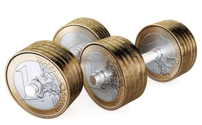 El euro escala a máximos desde 2014 y se aproxima a 1,23 dólares