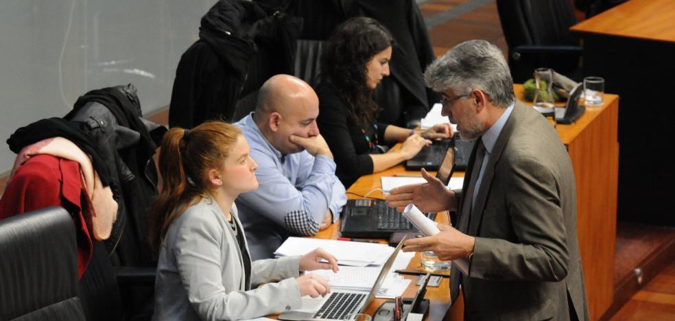 El PSOE acepta la idea de Podemos de no tocar partidas para ayudas sociales