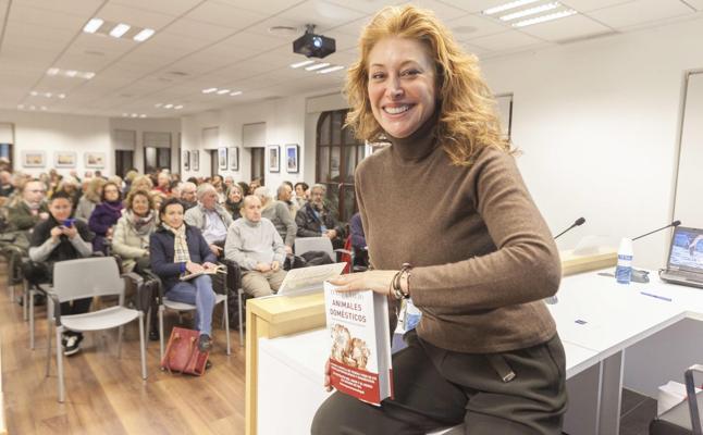 Teresa Viejo presenta 'Animales domésticos' en el Aula HOY