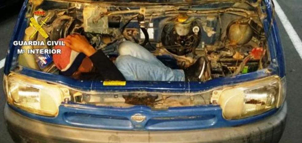 Piden cárcel para dos hombres, uno de Talayuela, por ocultar a otro en el motor de una furgoneta