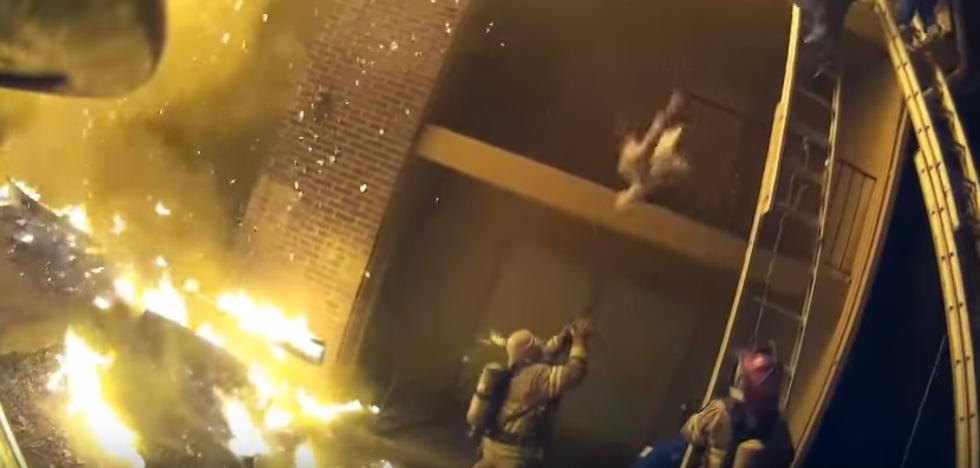 Un bombero rescata al vuelo a una niña lanzada por su padre en Georgia