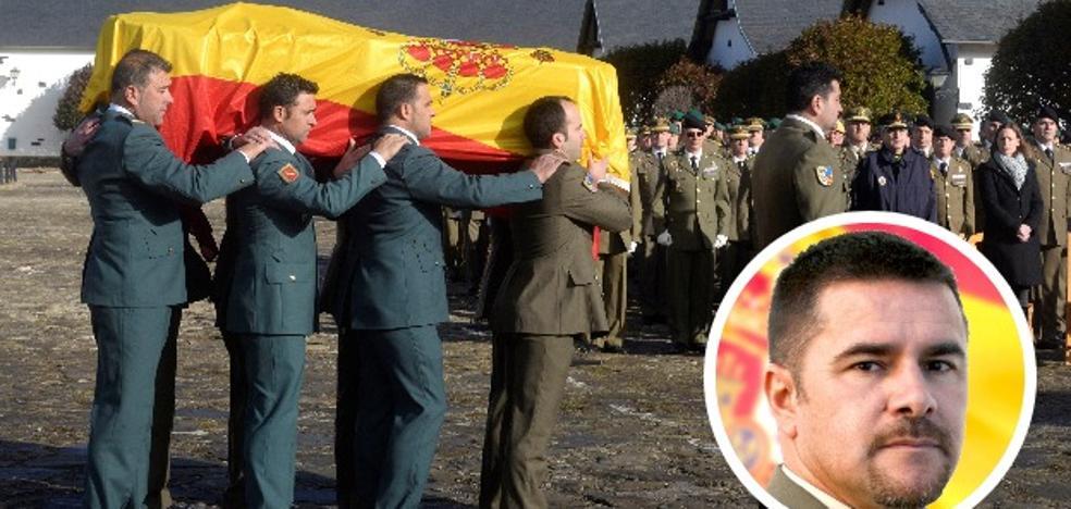 Jaca guarda silencio en honor al militar extremeño fallecido mientras entrenaba