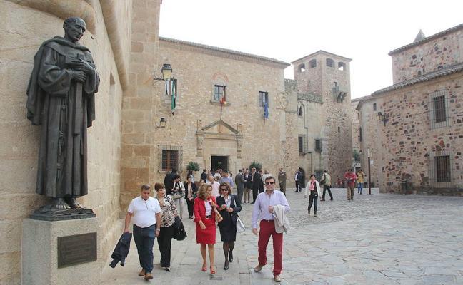 El PP propone trasladar servicios de la Diputación de Cáceres al Hospital de la Montaña