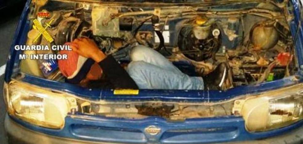 Piden cuatro años para un vecino de Talayuela por ocultar a un marroquí sin papeles en el motor de su furgoneta