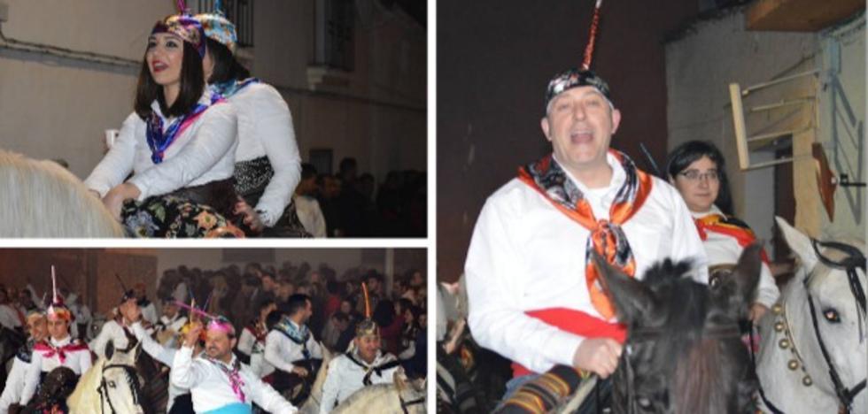 Pela cabalga con júbilo en honor a San Antón