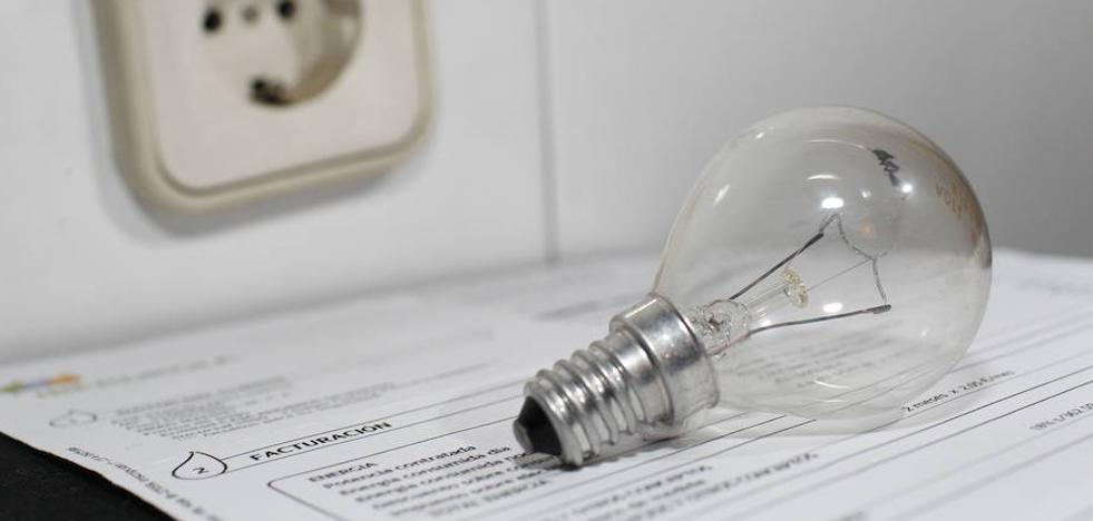 El Gobierno prevé que la factura de la luz baje este año por la estabilidad meteorológica y del crudo
