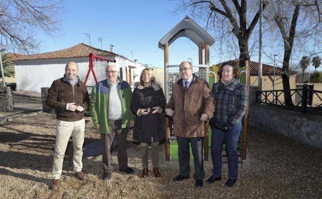 El barrio de San Blas de Cáceres renueva su parque infantil por 32.000 euros