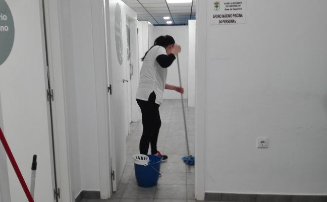 La adjudicataria de la limpieza debe asumir a 44 trabajadores