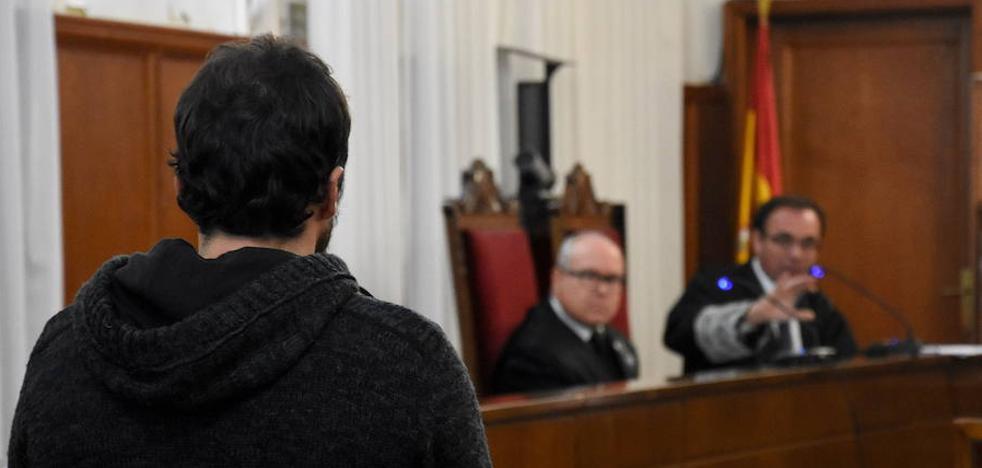 Diez años de prisión para el joven que golpeó a un taxista de Badajoz y lo dejó moribundo