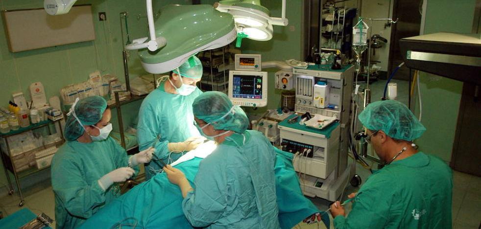 Los extremeños siguen esperando más de cuatro meses para operarse