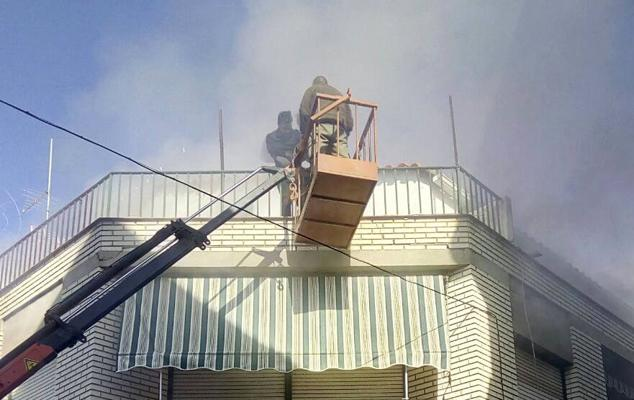 Cinco intoxicados en un aparatoso incendio en Campanario