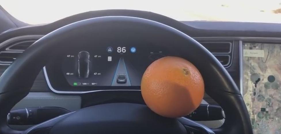 Hackean un Tesla