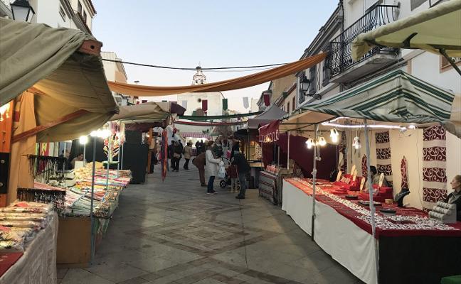 Mercado artesanal en el barrio dombenitense de San Sebastián