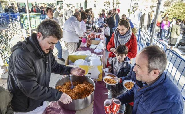 Badajoz reparte 3.000 raciones de migas solidarias a favor Banco de Alimentos