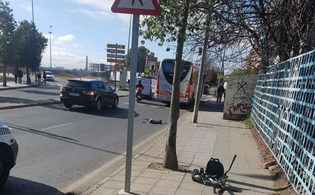 Muere atropellado por un autobús un niño de cinco años que iba en un patinete eléctrico