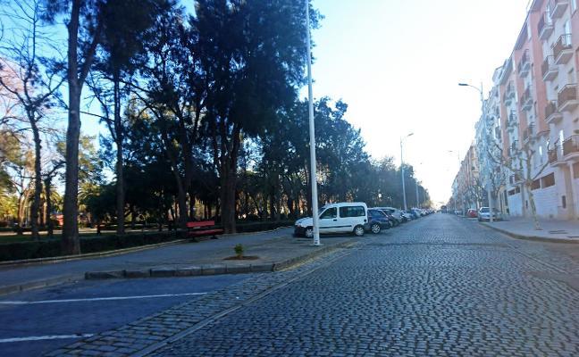 Urbanismo mejorará el acerado paralelo al parque Tierno Galván en Don Benito