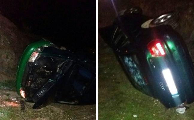 Heridos dos jóvenes tras caer su vehículo por un terraplén en la zona del ferial de Navalmoral